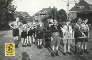 Pacelligroep 1946 nabij Deijlerweg en Van Zuylen van Nijeveltstraat bij de tramhalte (3)